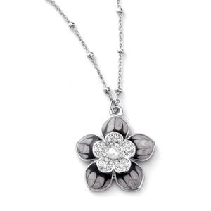 - NWT Adjustable necklace